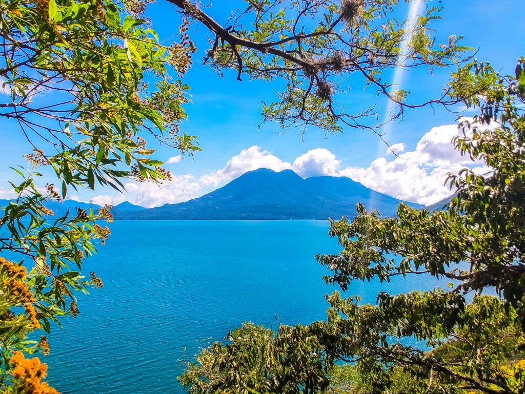 Центральная Америка озеро Атитлан