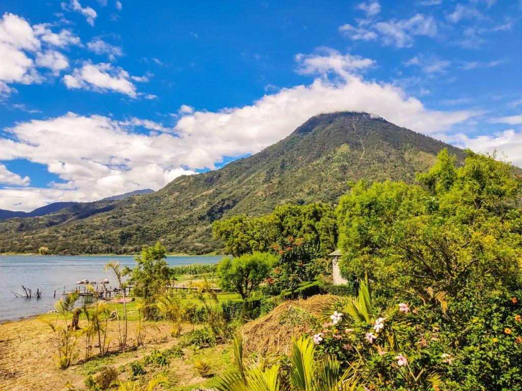 Озеро Атитлан вулкан Санд Педро