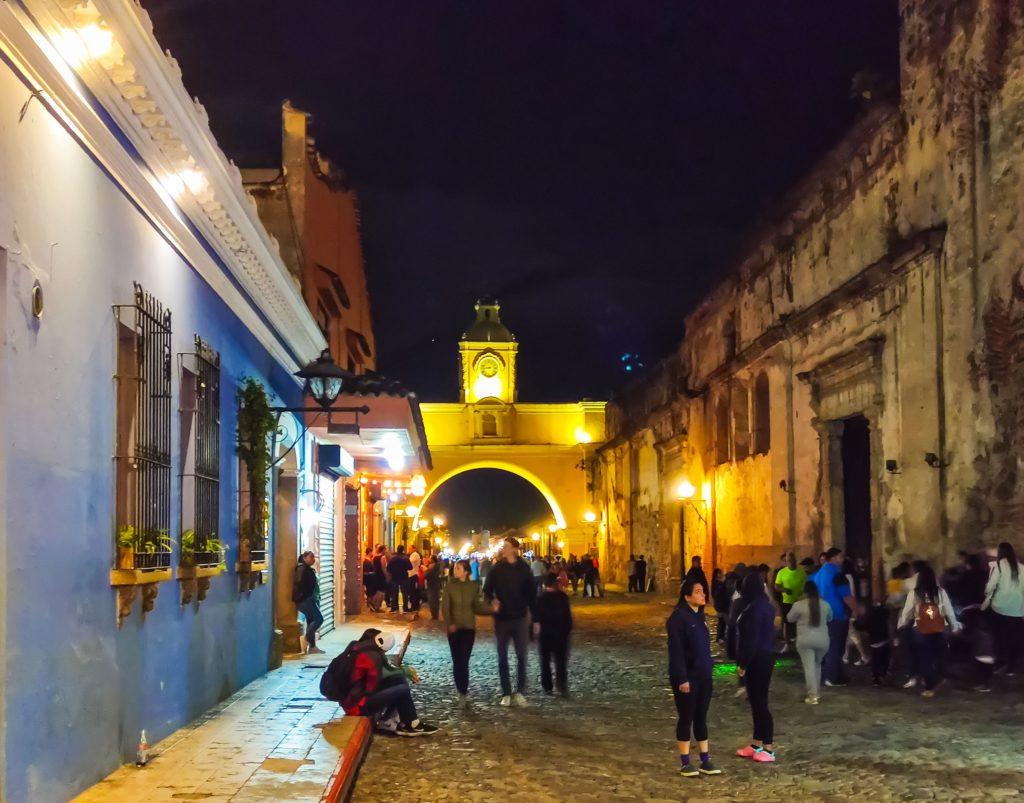 Ночная Антигуа Гватемала