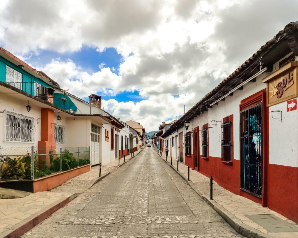 Сан-Кристобаль-Де-Лас-Касас разноцветные дома