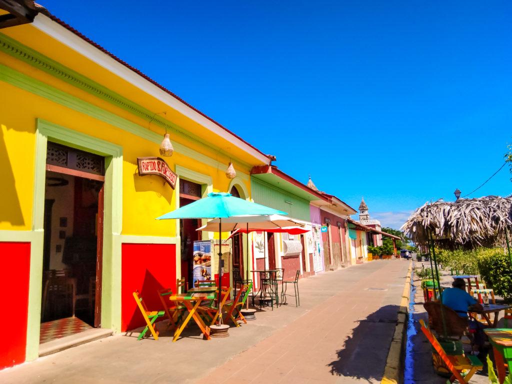 Гранада цветные домики