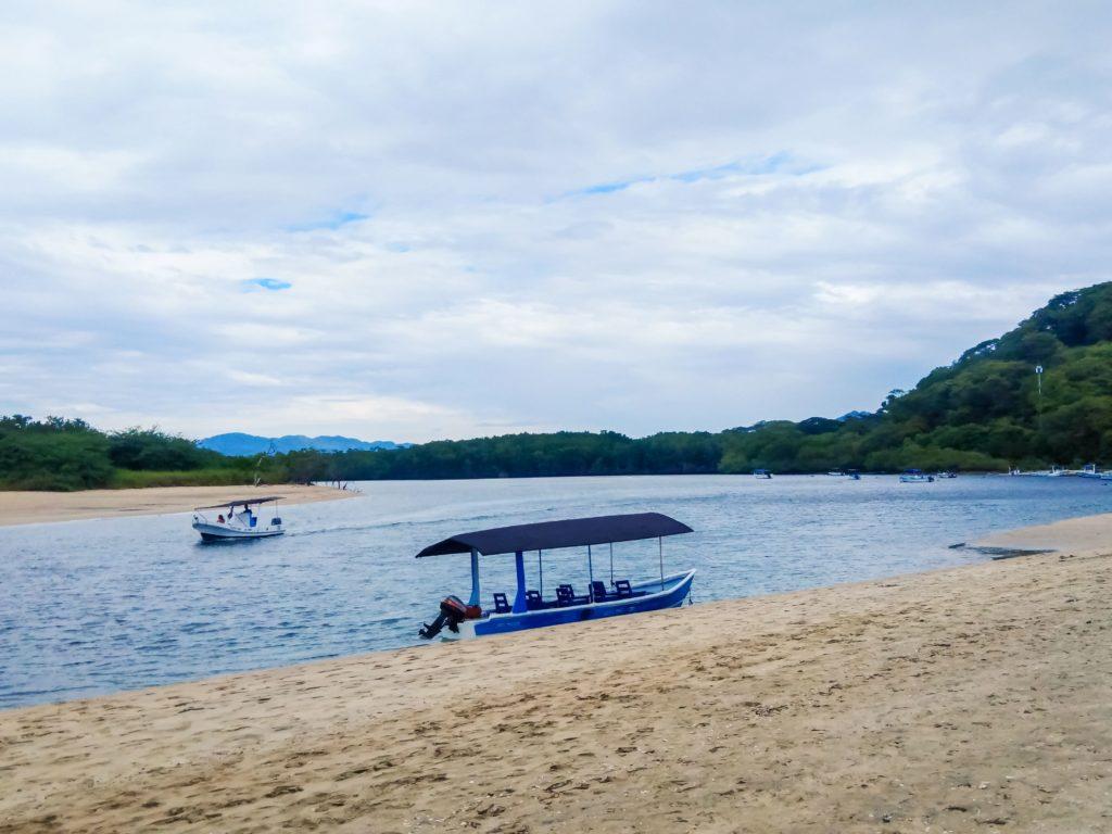 Коста-Рика лагуна с крокодилами