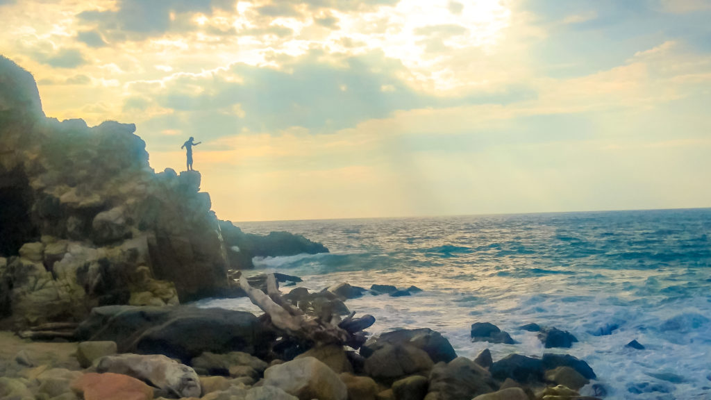 Пуэрто-Эскондидо рыбак на закате
