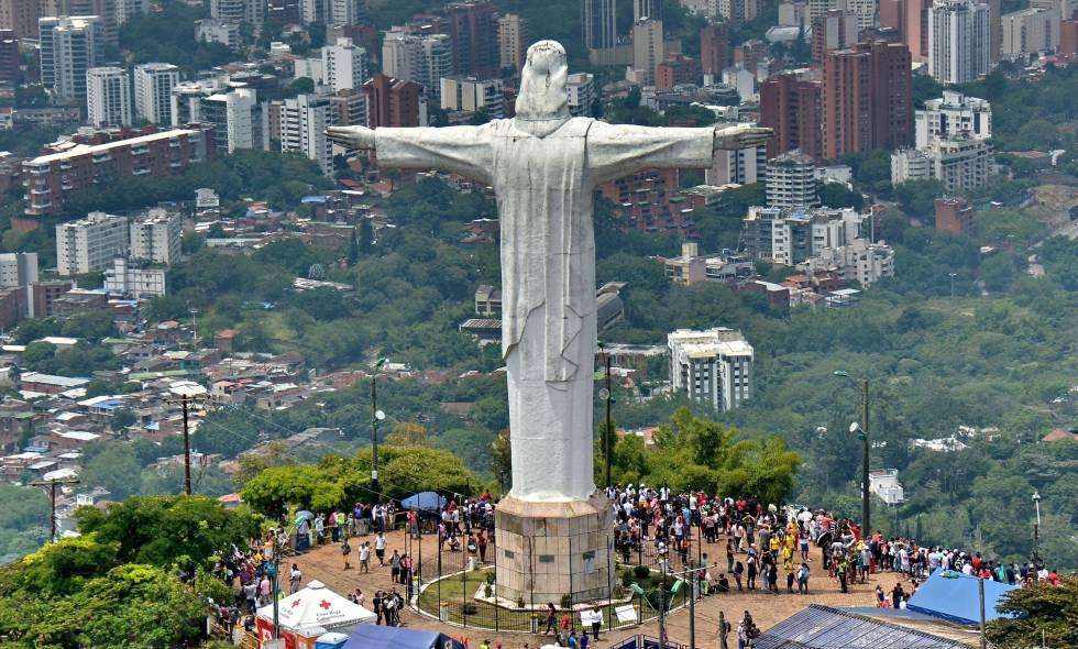 Статуя Христа в Кали