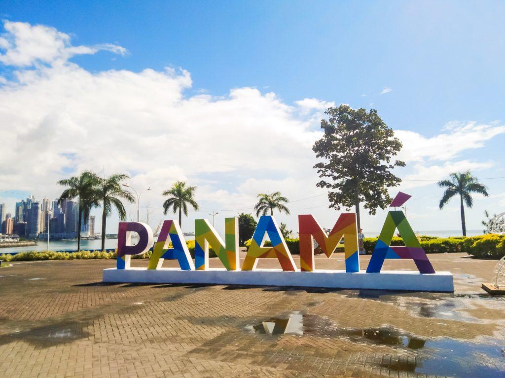 Надпись Панама