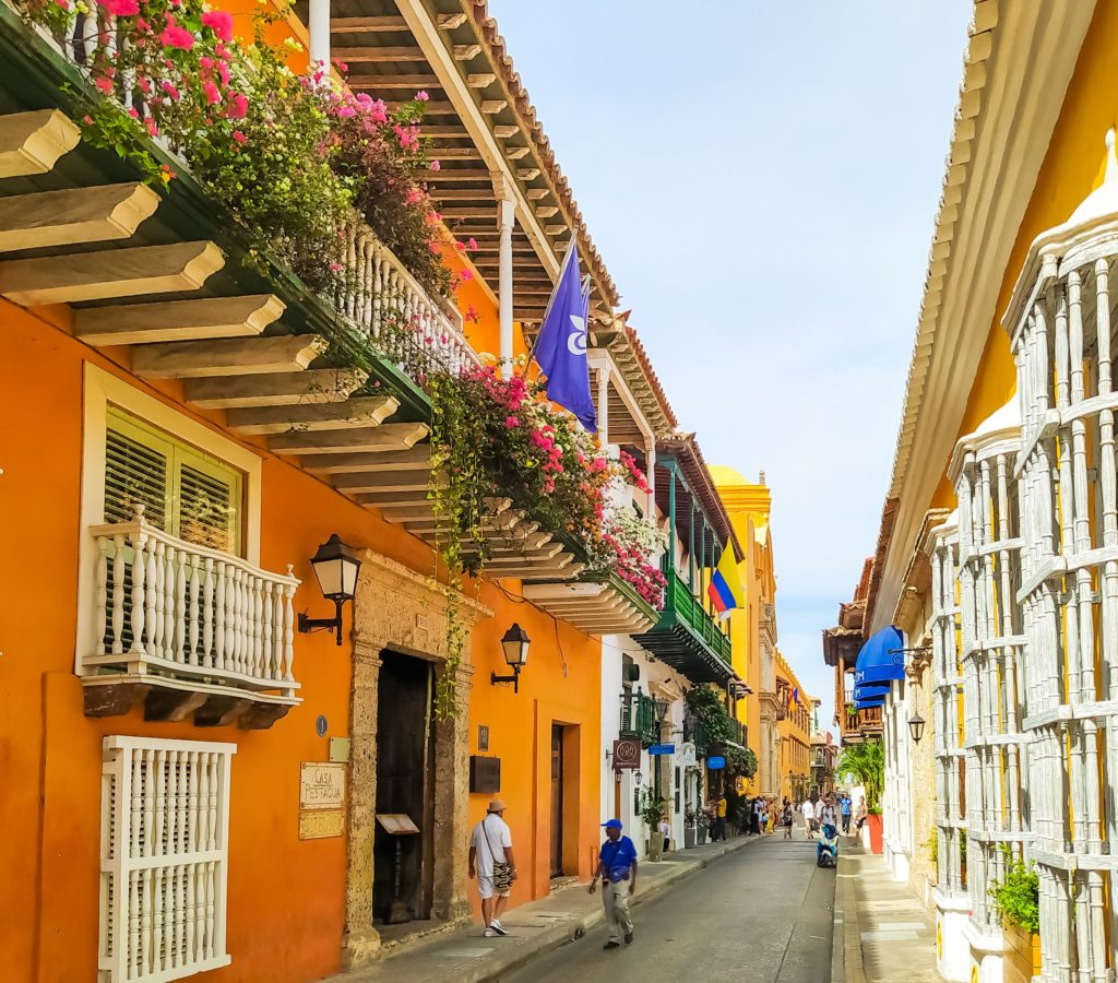 Картахена цветные улицы города