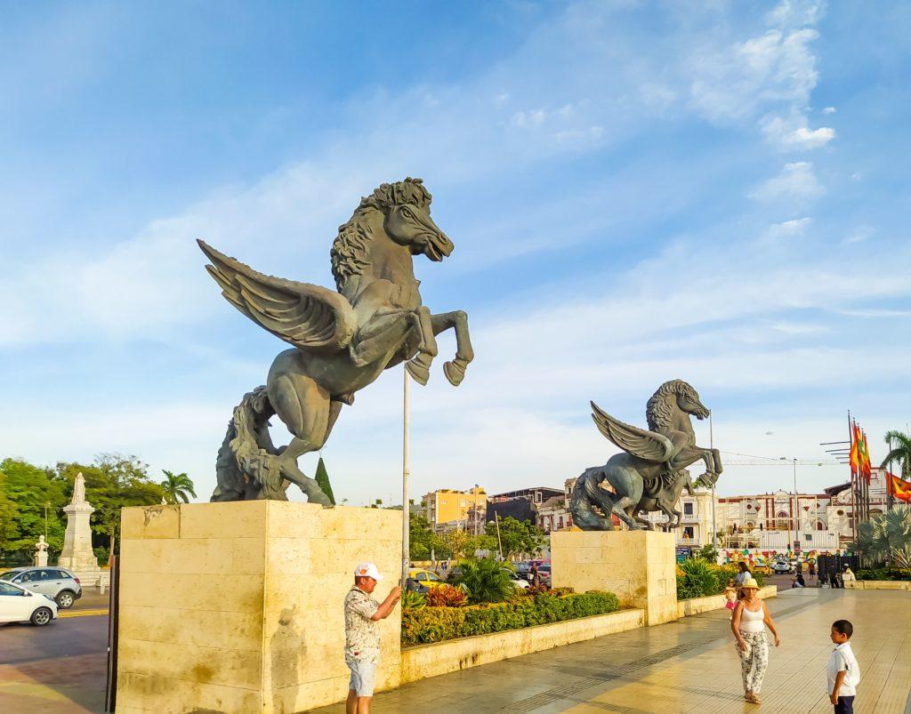 Конные статуи