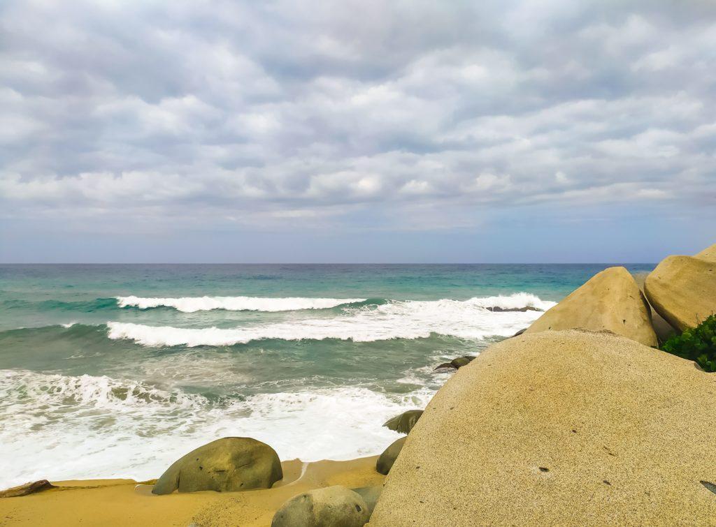 Валуны на пляже Arrecifes
