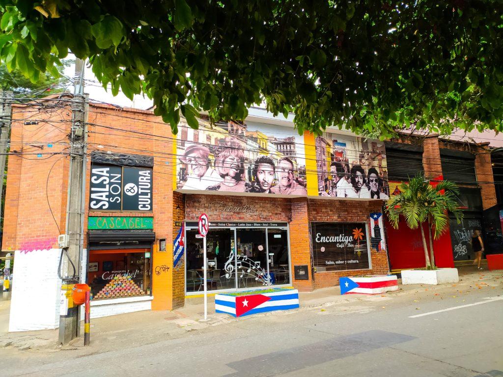 Кубинский бар в Медельине