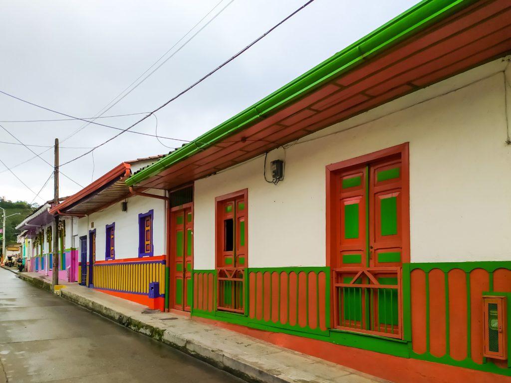 Саленте разноцветные домики