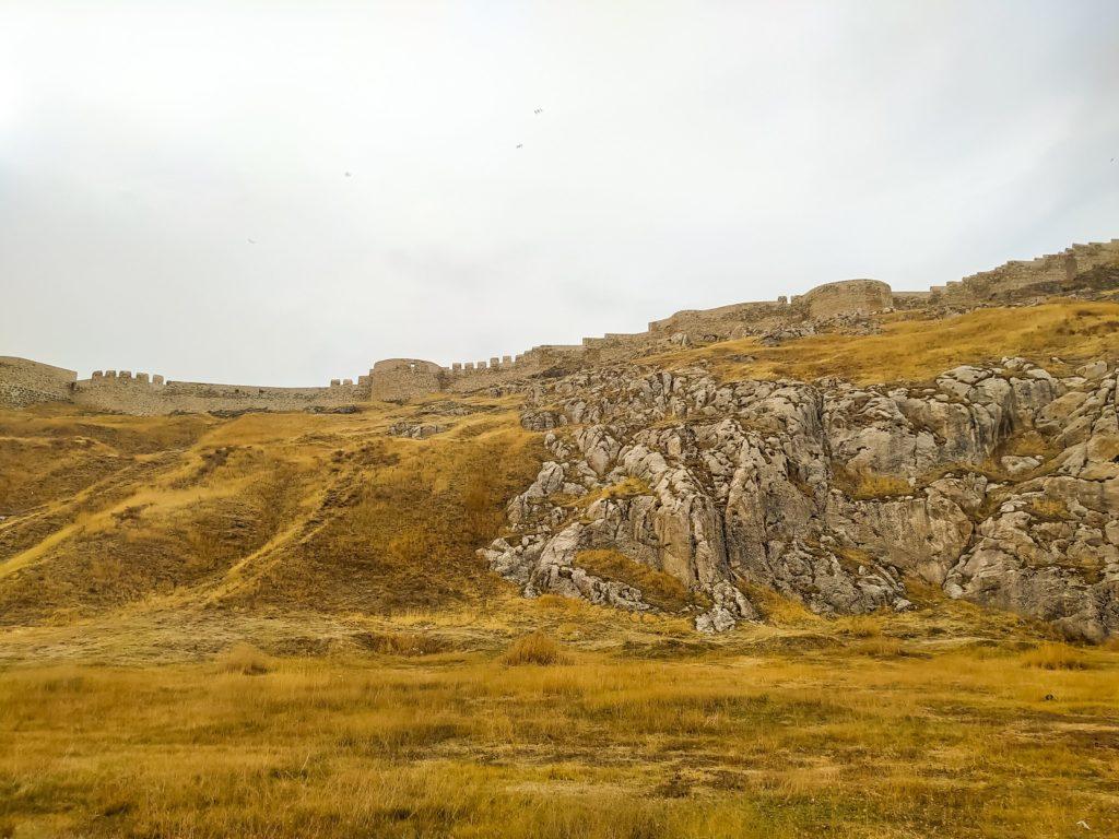 Вид на крепость Тушпа снизу