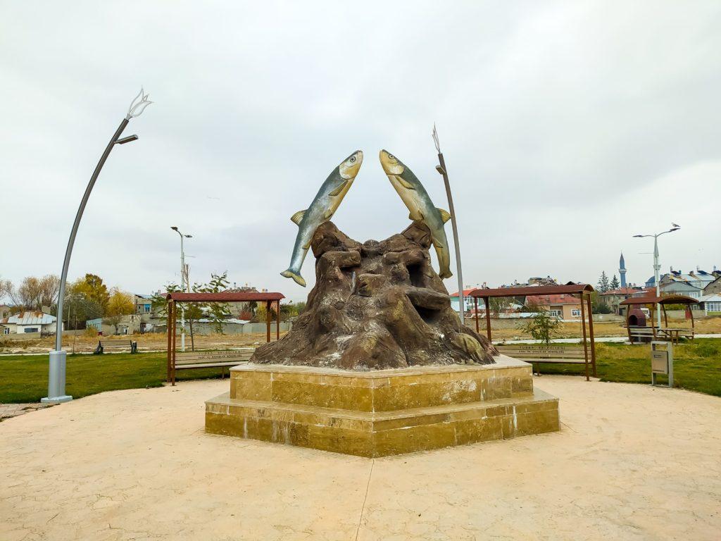 Памятник Ванской рыбе