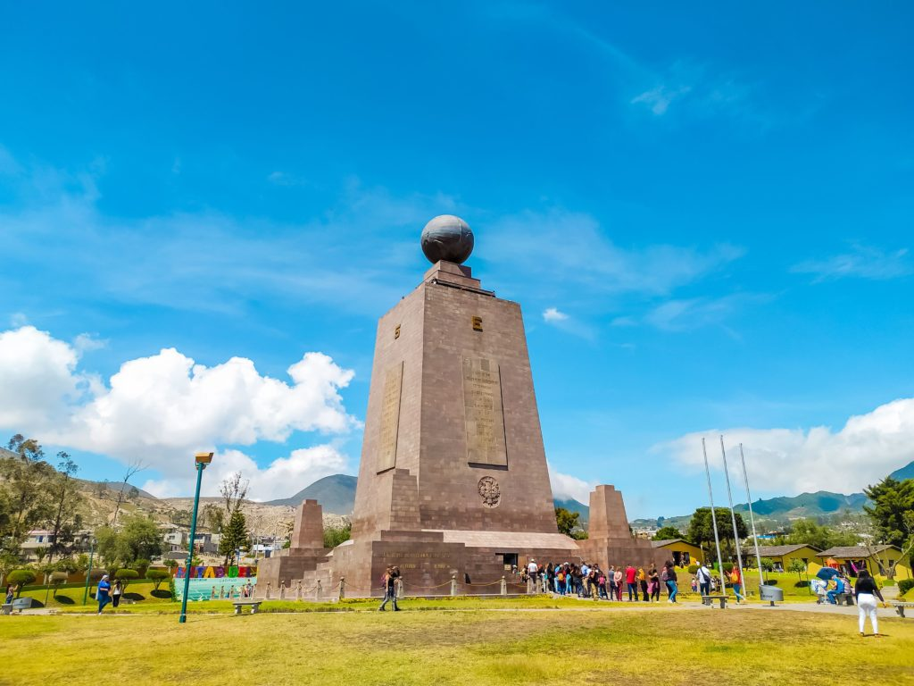 Mitad del mundo монумент Центр Мира