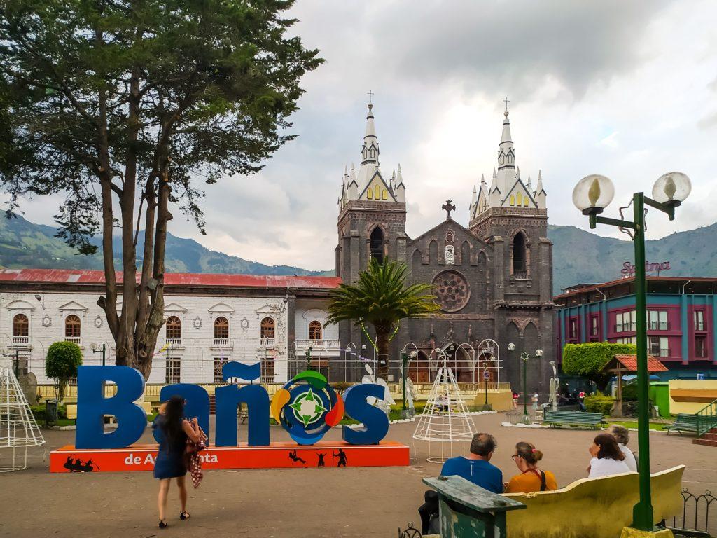 Баньос La Basilica de Nuestra Senora del Rosario de Agua Santa