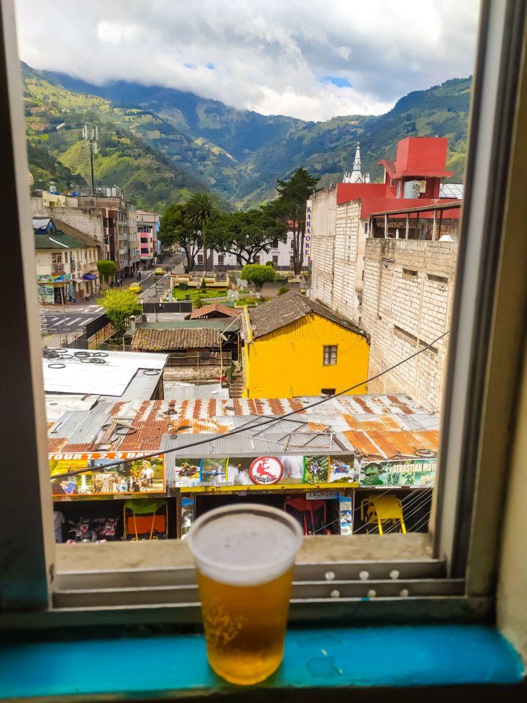 Баньос вид из окна хостела